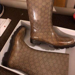 Gucci rain boots size 9